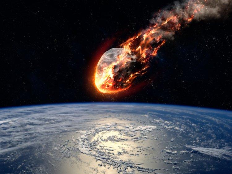 Meteoriet die op de aarde af komt.